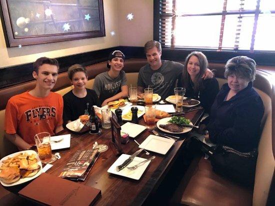 Matthews, Kuzey Carolina: Birthday dinner with the family