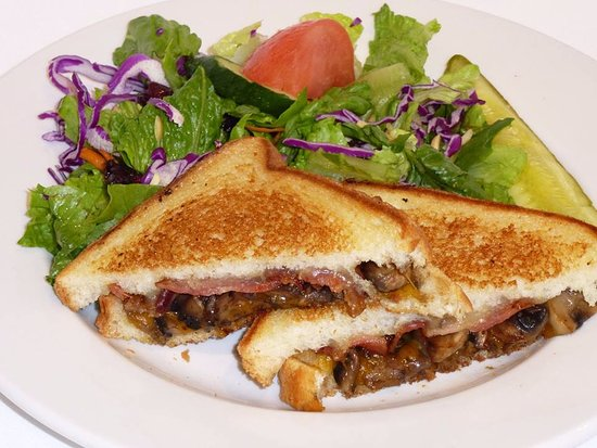 Port Alberni, Canadá: A grilled Mushroom and Cheese Sandwich is a perfect lunch. mmmm good