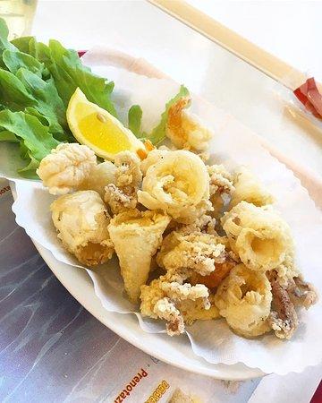Porzione Di Fritto Misto Di Calamari Seppie E Gamberi Foto Di Il