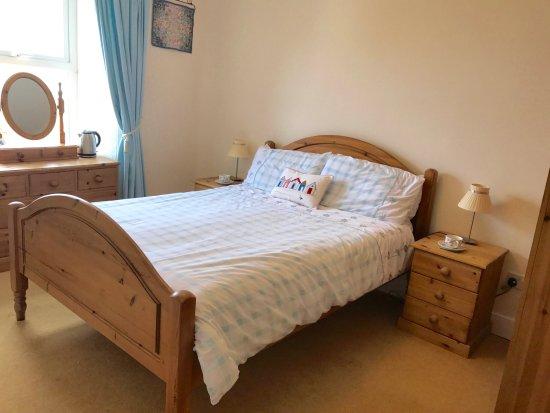 Trevian Lodge B&B: Sea Glimpses room with en-suite
