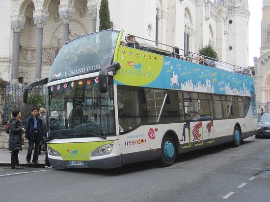 Saint-Genis-Laval, France: Autobús en ruta