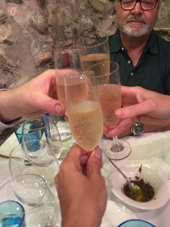 Ristorante Cicirinella: we received complimentary prosecco to start the evening off