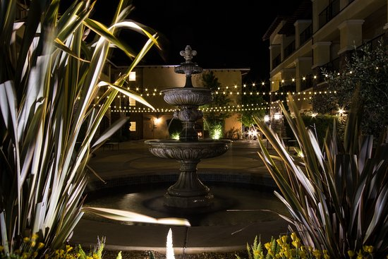 The Meritage Resort and Spa: Courtyard fountain at night
