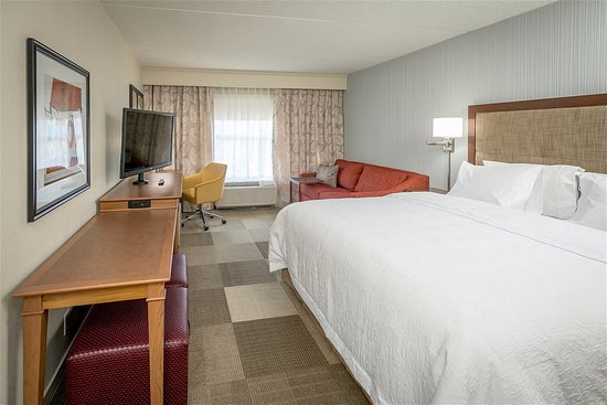 Urbandale, IA: Guest Room