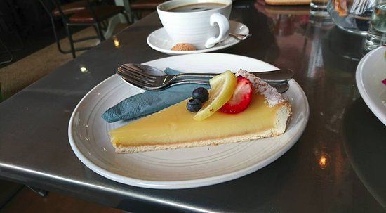 Burry Port, UK: Lemon torte dessert was a good choice among but a tough call given the choice