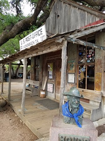 Luckenbach, เท็กซัส: Post office is also the general store.