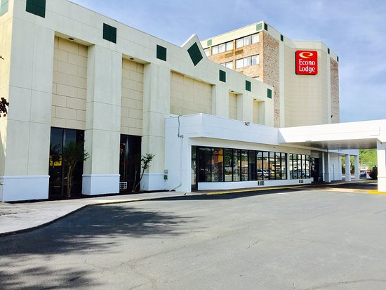 Sandston, VA: The Econo Lodge Inn & Suites