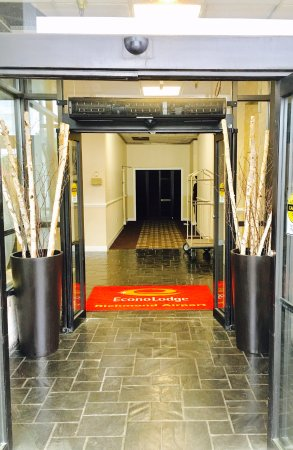 Sandston, VA: The Hotel Entrance