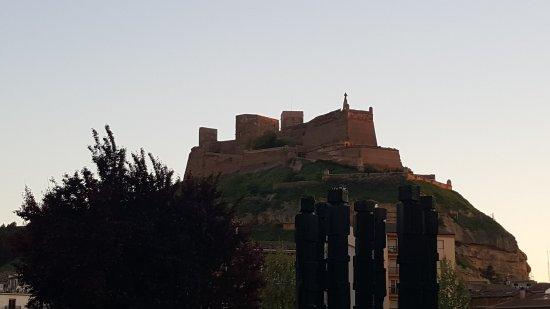 Castillo de Monzón: El Castillo vu du centre ville