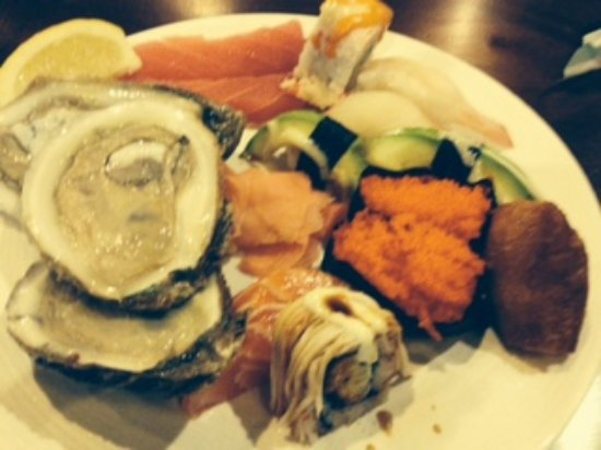 North Wales, Pensilvania: oysters, sushi mi, sushi and other buffet items
