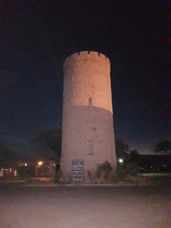 Okaukuejo Rest Camp: Uitzicht toren op het terrein