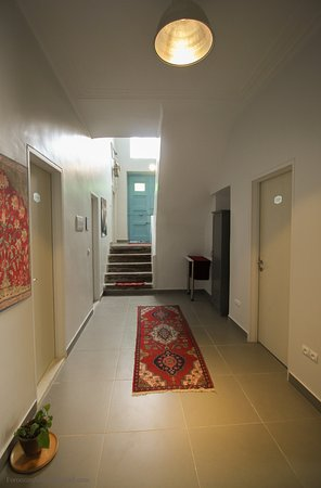 HI Tehran Hostel: First Floor Hall With 4 Bathroom, 2 Toilets, Library And