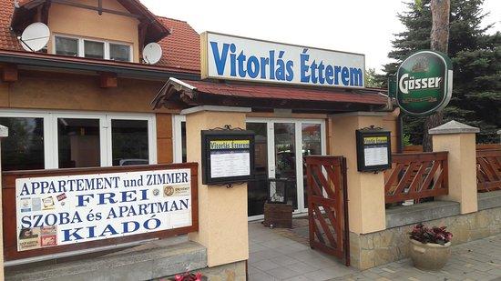 Balatonlelle, Hungary: Aussenansicht Restaurant