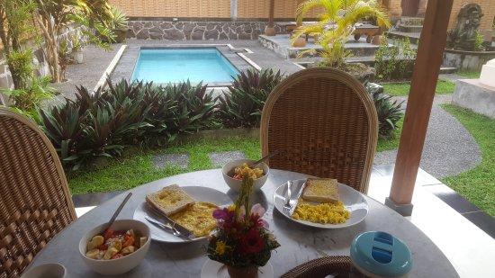 Bali Breeze Bungalows: 20170320_073744_large.jpg