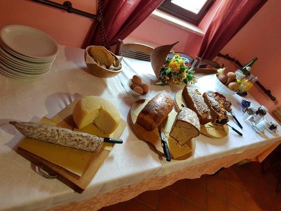 Bettona, Italia: Tipica Colazione Pasquale
