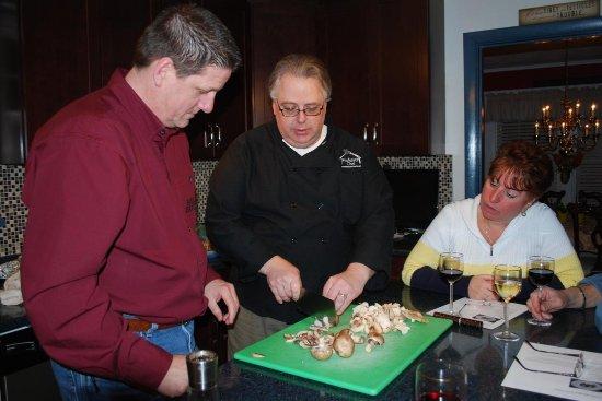 Βόρεια Providence, Ρόουντ Άιλαντ: Professor Chef slicing mushrooms
