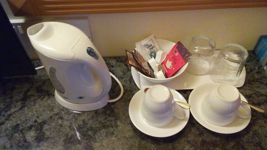 San Andrea Hotel : Tea and coffee available in the room