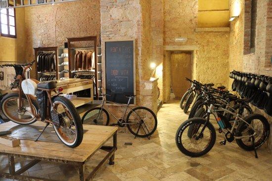 Montepulciano, Italy: showroom details