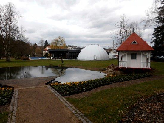Bad Salzschlirf, Germania: Therme vom Kurpark aus