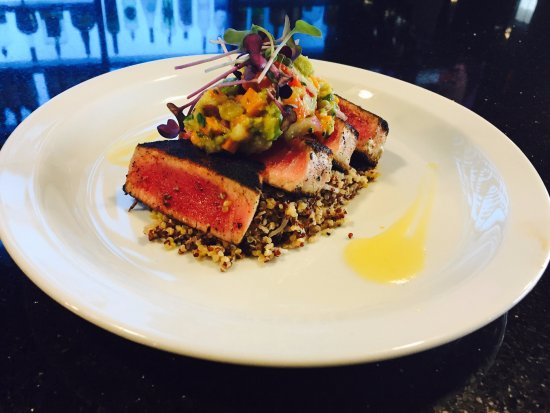Bowmanville, Canada: Seared Tuna Dinner Feature