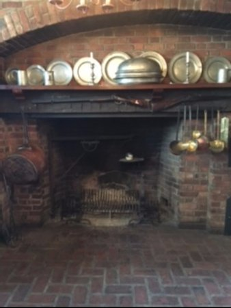 Hanoverton, โอไฮโอ: One of the fireplaces.