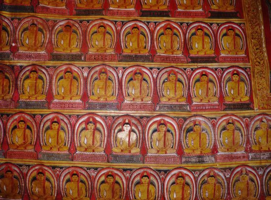 Dambulla, Sri Lanka: Paintings in the cave temple