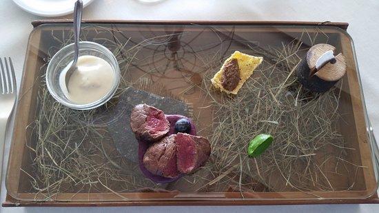 """Almenno San Bartolomeo, Italië: """"Montagna"""" - piatto unico in assoluto con addirittura una mousse al fieno e la grappa solida !"""