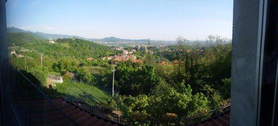 Almenno San Bartolomeo, Italië: Scorcio dalla vetrata