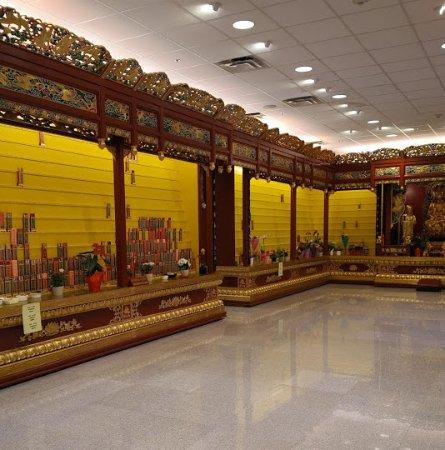 Richmond, Canadá: Inside a shrine at the International Buddhist Temple.