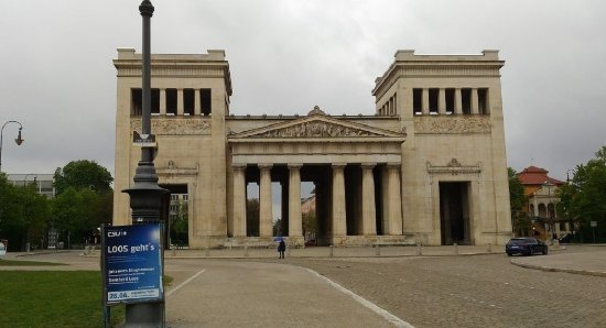 Königsplatz: Entrance