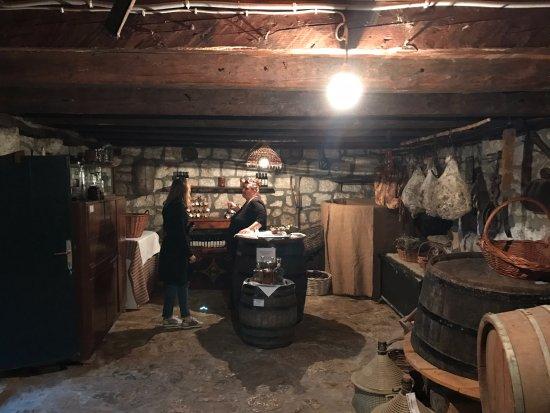 Orasac, Kroatien: Cellar