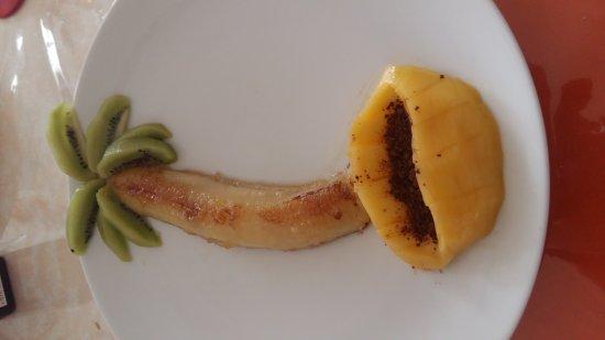 Gisors, França: A la fin du succulent repas une sieste sous le palmier