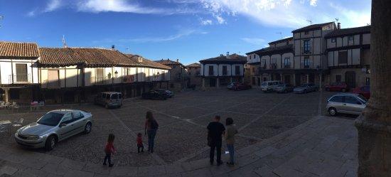 Atienza, Hiszpania: Una de las plazas del pueblo.