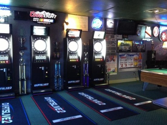 Gresham, OR: Come play Darts live while you dine.