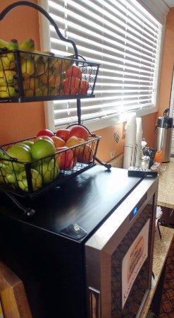 Oakley, KS: Lobby fruit and water