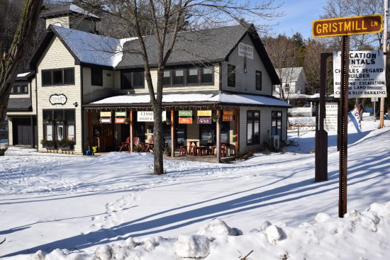 Keene, NY: Great place to stop for a coffee or tea as well as some hot food.