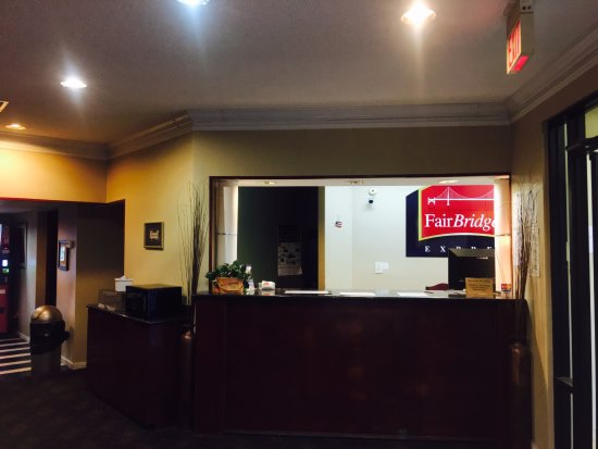 FairBridge Inn Express: Hotel's Lobby.