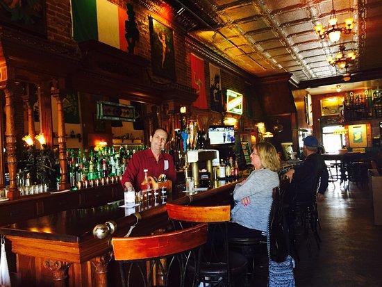 Fountain City, Wisconsin: Monarch Public House Bar.