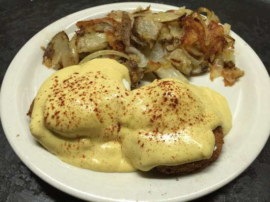 Chino, CA: Crab Cakes Benedicts