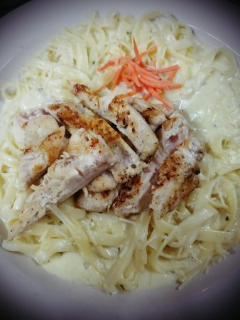 Chino, Kalifornia: Chicken Fettuccine, Made fresh to order from the best ingredients.