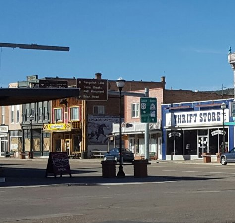 Panguitch, UT: Cowboy's Smoke House has Yellow sign near middle of photo.