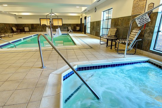 Tigard, OR: Indoor Heated Pool and Spa.