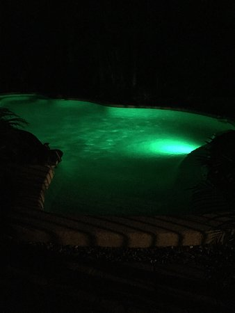 Boutique Bungalows: Swimmingpool By Night