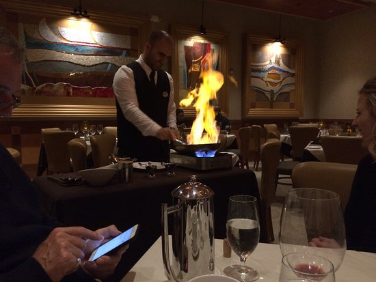 Ashburn, Βιρτζίνια: Bananas flambeed table side were delicious