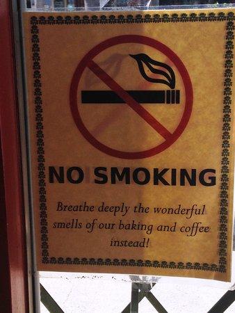 Rancho Santa Fe, Califórnia: GREAT WAY TO ANNOUNCE THE 'NO SMOKING' POLICY