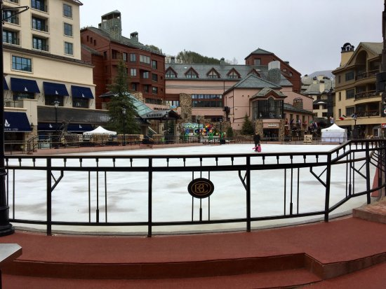 Beaver Creek, Kolorado: The Village - Across the street from the Hotel