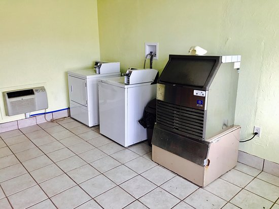 Hillsboro, Огайо: Coin Laundry
