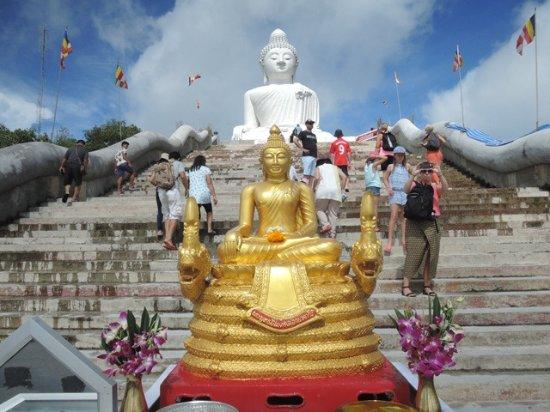 Chalong, Tailandia: ด้านหน้าองค์พระใหญ่