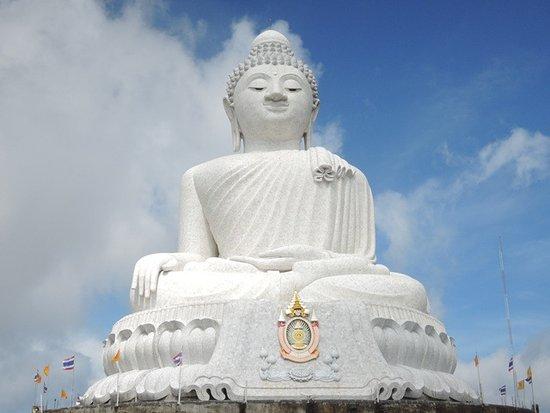 Chalong, Thailand: เต็มองค์ด้านหน้า อลังการ