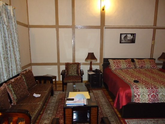 Pinewood Hotel: Makes comfortable stay.